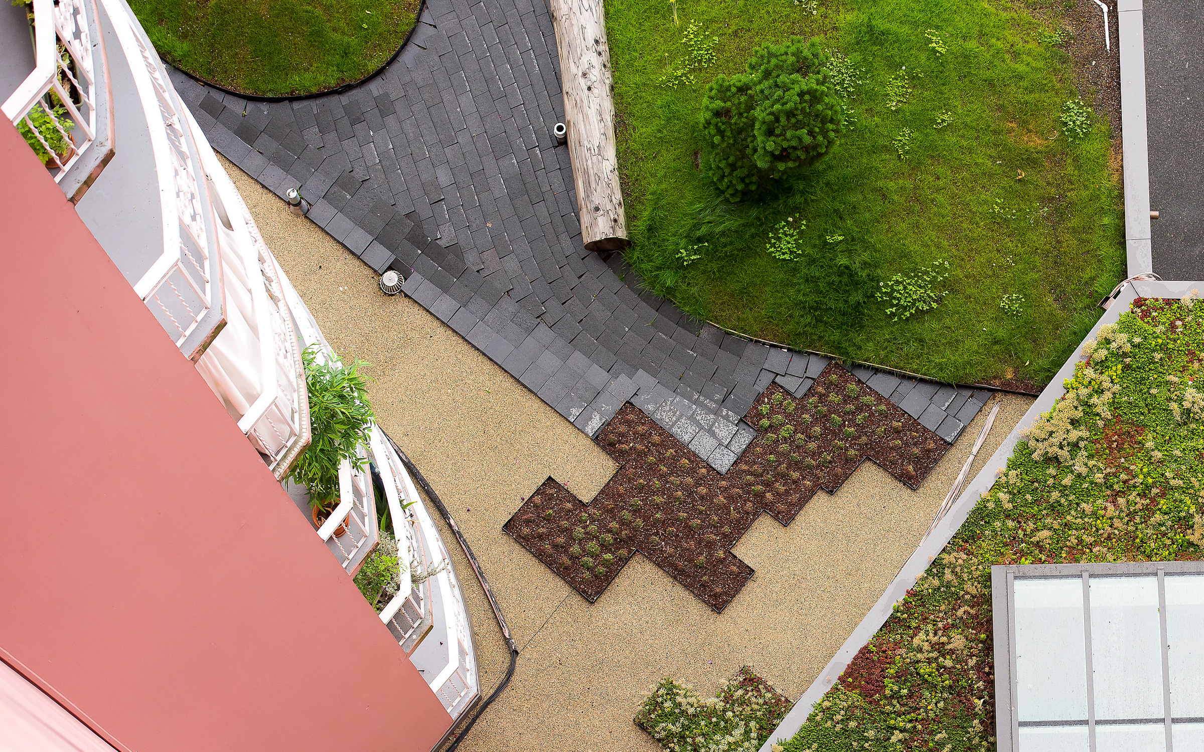 Bird's eye view onto areas vegetated with Sedum, lawn and walkways