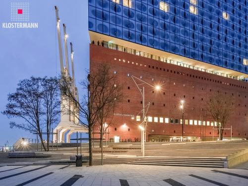 Public square in front of the Elbphilharmonie