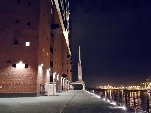Elbphilharmonie and quay at night