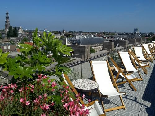 Sundeck chairs on a roof terrace