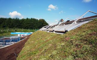 Green roof with vegetation mats