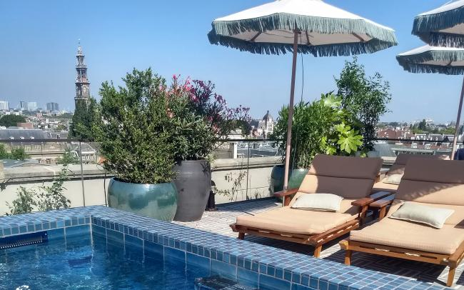 Roof terrace with sundeck chairs and swimming pool